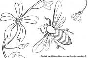 Abeille et fleur de mauve